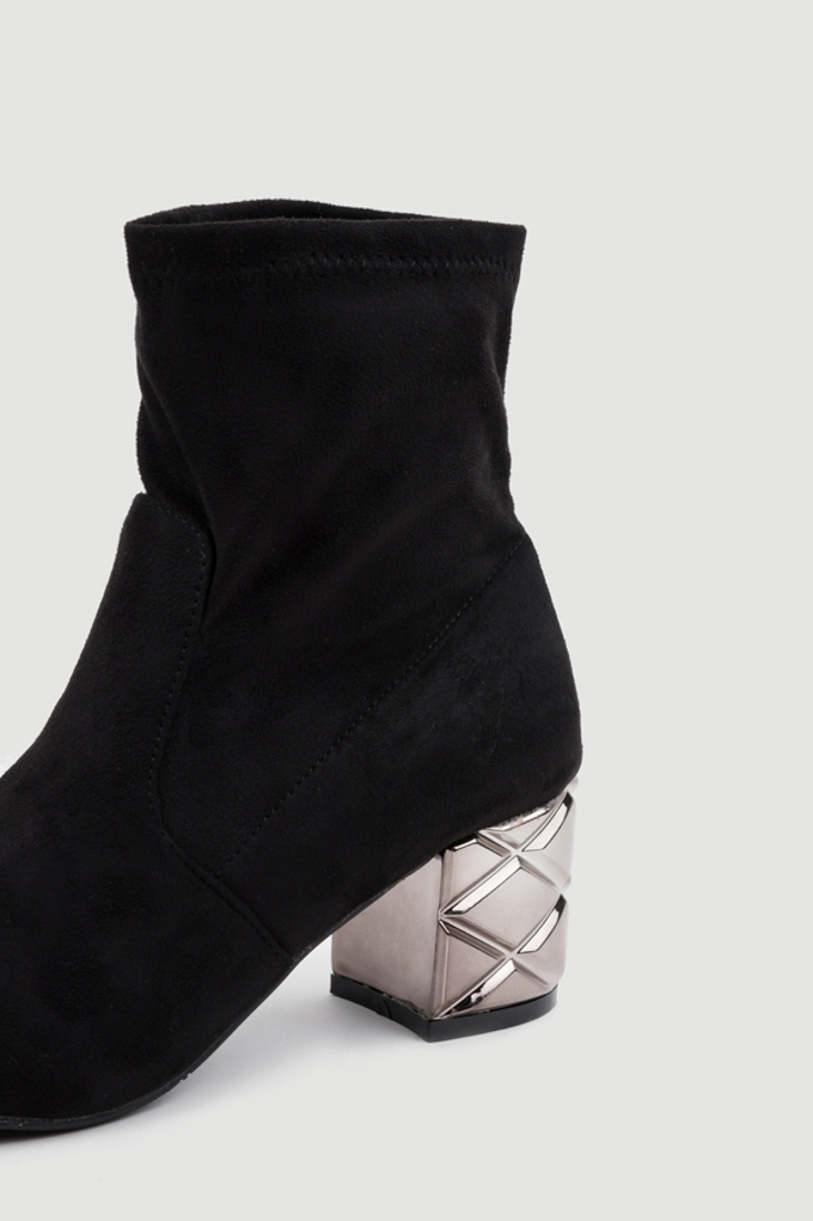 Picture of ANKLE BOOTS WITH METALLIC LOW-HEEL (2)