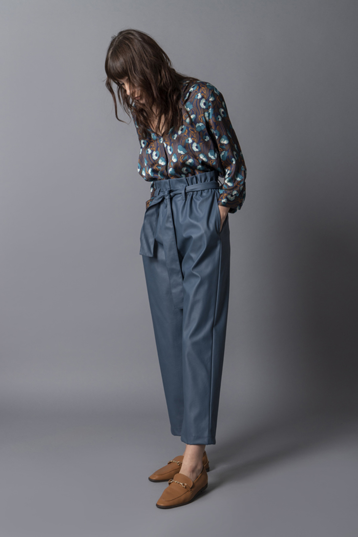 Picture of FAUX LEATHER HIGH-WAIST PANTS (2)