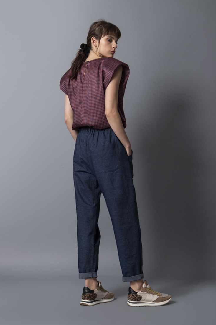 Picture of SLEEVELESS TOP WITH SHOULDERS PADS