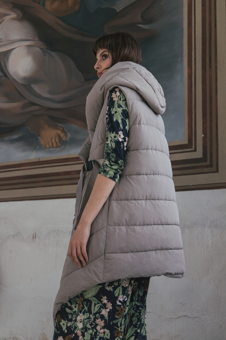 Picture of HOODED SLEEVELESS PUFFER JACKET