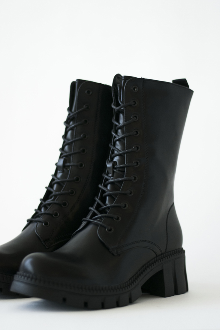 Picture of WIDE HEEL ANKLE BOOTS (2)