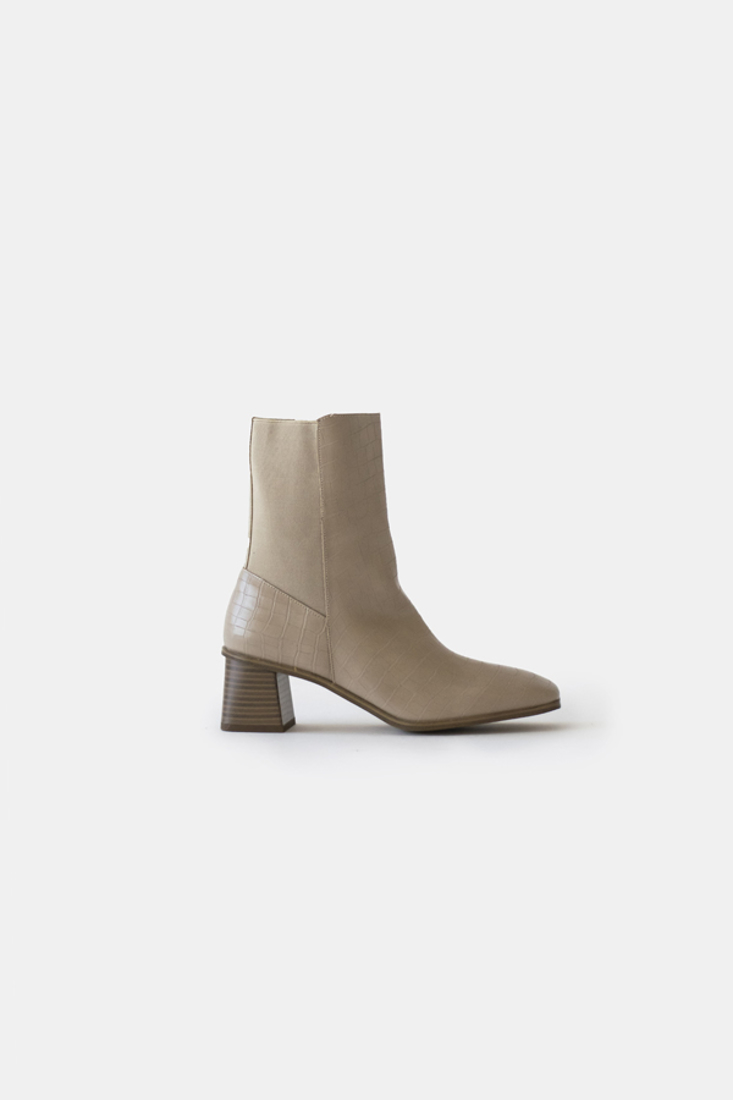 Picture of HIGH-HEEL ANKLE BOOTS (2)