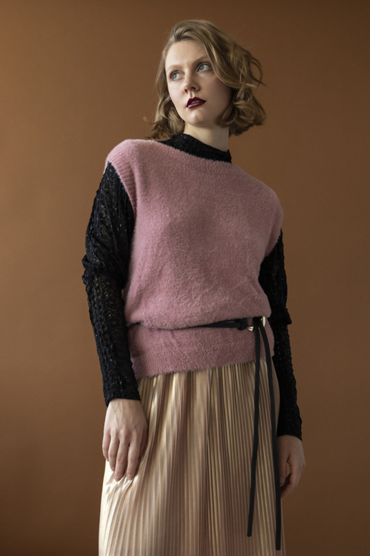 Picture of SLEEVELESS KNIT SWEATER (2)